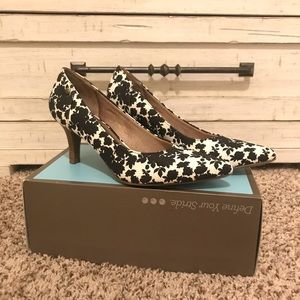 Life Stride floral black and white heel